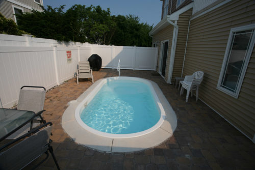 Fort Meyers small yard with pavers
